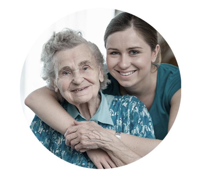 Starsza kobieta zmłodszą